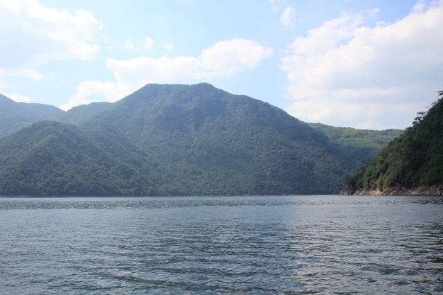 """从1996年开始建造的白溪水库,被喻为宁波的""""三峡""""工程,具有供水,防洪"""